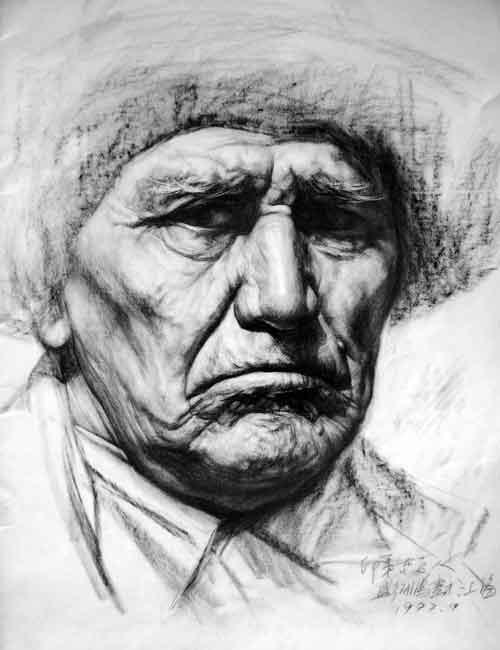 正面老人照片_老年人正面素描头像作品