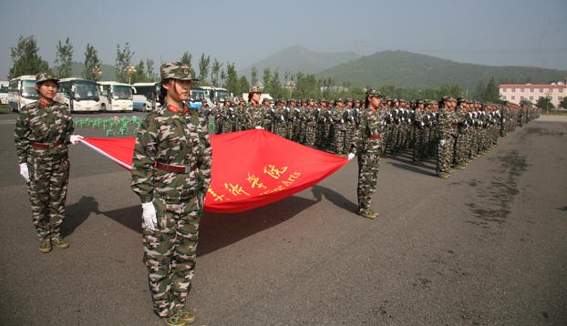 中央美术学院受检阅军训学生方队