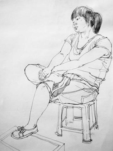 女青年坐姿人物速写写生