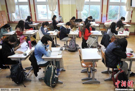 韩国高考气氛紧张场外火爆3