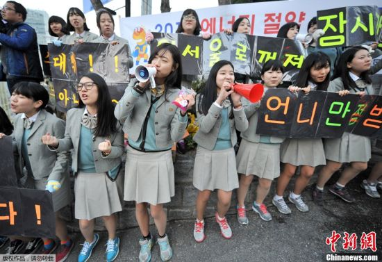 韩国高考气氛紧张场外火爆4