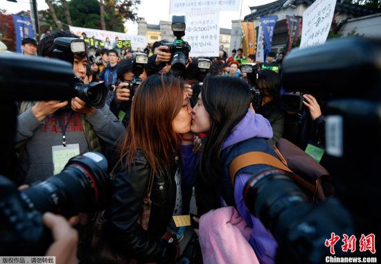 韩国高考气氛紧张场外火爆5