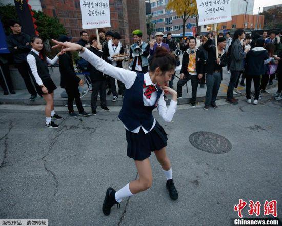 韩国高考气氛紧张场外火爆6