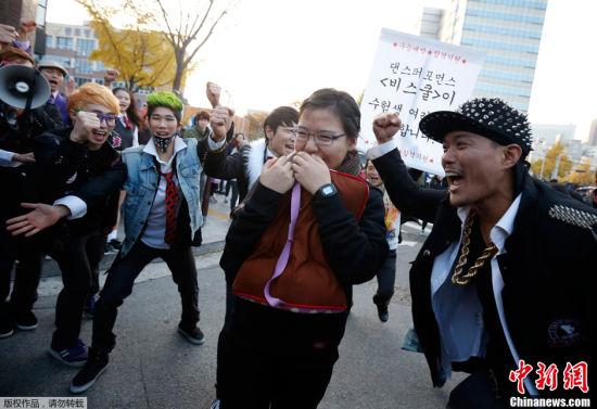 韩国高考气氛紧张场外火爆7