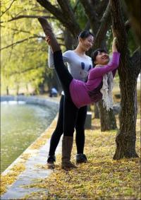 (美图)舞蹈系女生无处不舞蹈 无处不劈腿