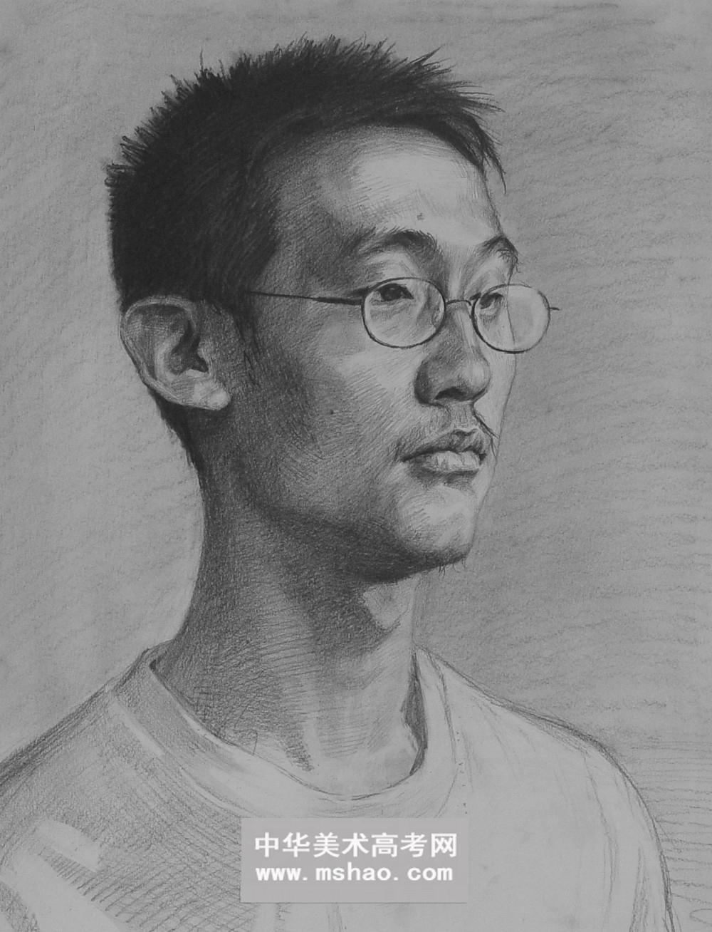 四分之三短发男青年素描头像6 头像 2014年美术高考网