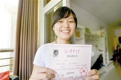 7月23日,考上清华大学的冉思文同学。 重庆晨报记者 胡杰 摄