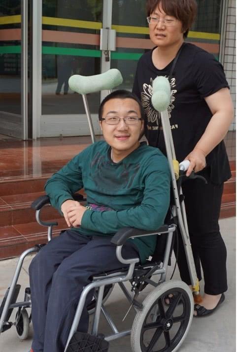 轮椅上的他高分考上清华,却差点无法正常入学,一封信改变命运
